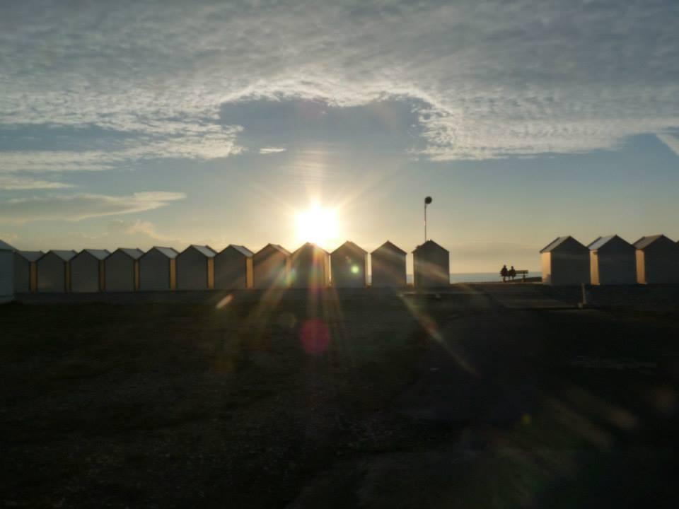 """les cabines de Cayeux sur mer; chemin de planches; un soir d""""été; Baie de Somme"""