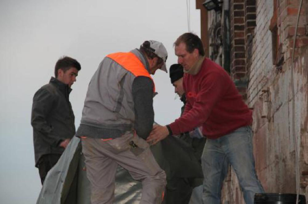 In Folie gewickelt wird die Turbine vor Wetter und Betonspritzern geschützt.