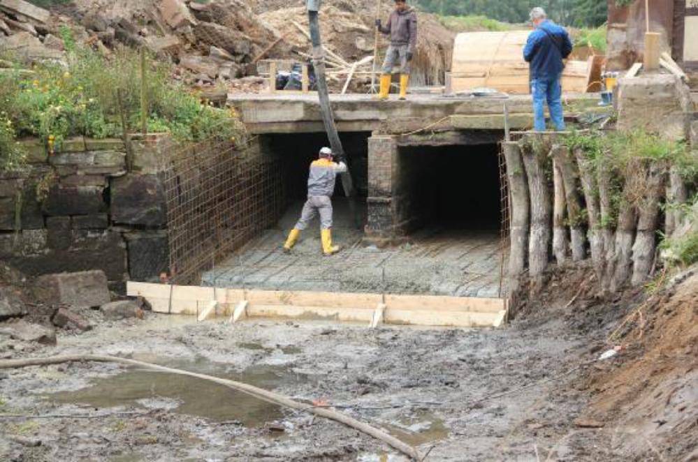 In Zukunft soll dieser Beton die Funktion der Sandsteine übernehmen. Durch die neu entstehenden glatten Oberflächen wird sich der Fließwiderstand deutlich verringern. Aufgenommen am 27.09.12