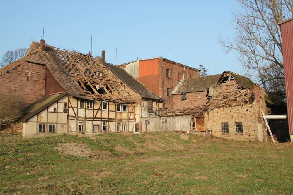 Auch das Süddach wurde teilweise abgedeckt. Die links noch eingedeckten Flächen konnten aber nicht mehr betreten werden.
