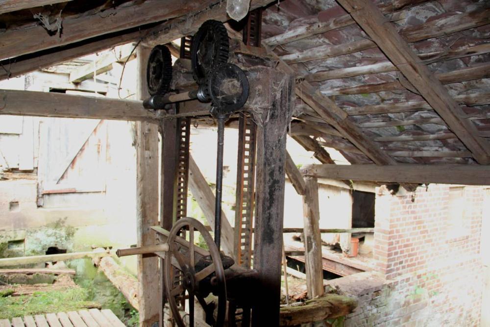 Der Handantrieb für die Schützentafeln. Obwohl dieser auch marode aussieht, war er noch voll funktionsfähig.