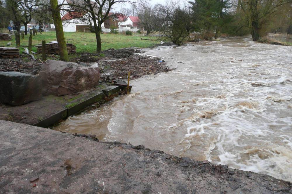 Wenn man dieses Bild mit dem von Seite 14 vom 15.11.11 vergleicht, wird der Anstieg des Wassers besonders deutlich.