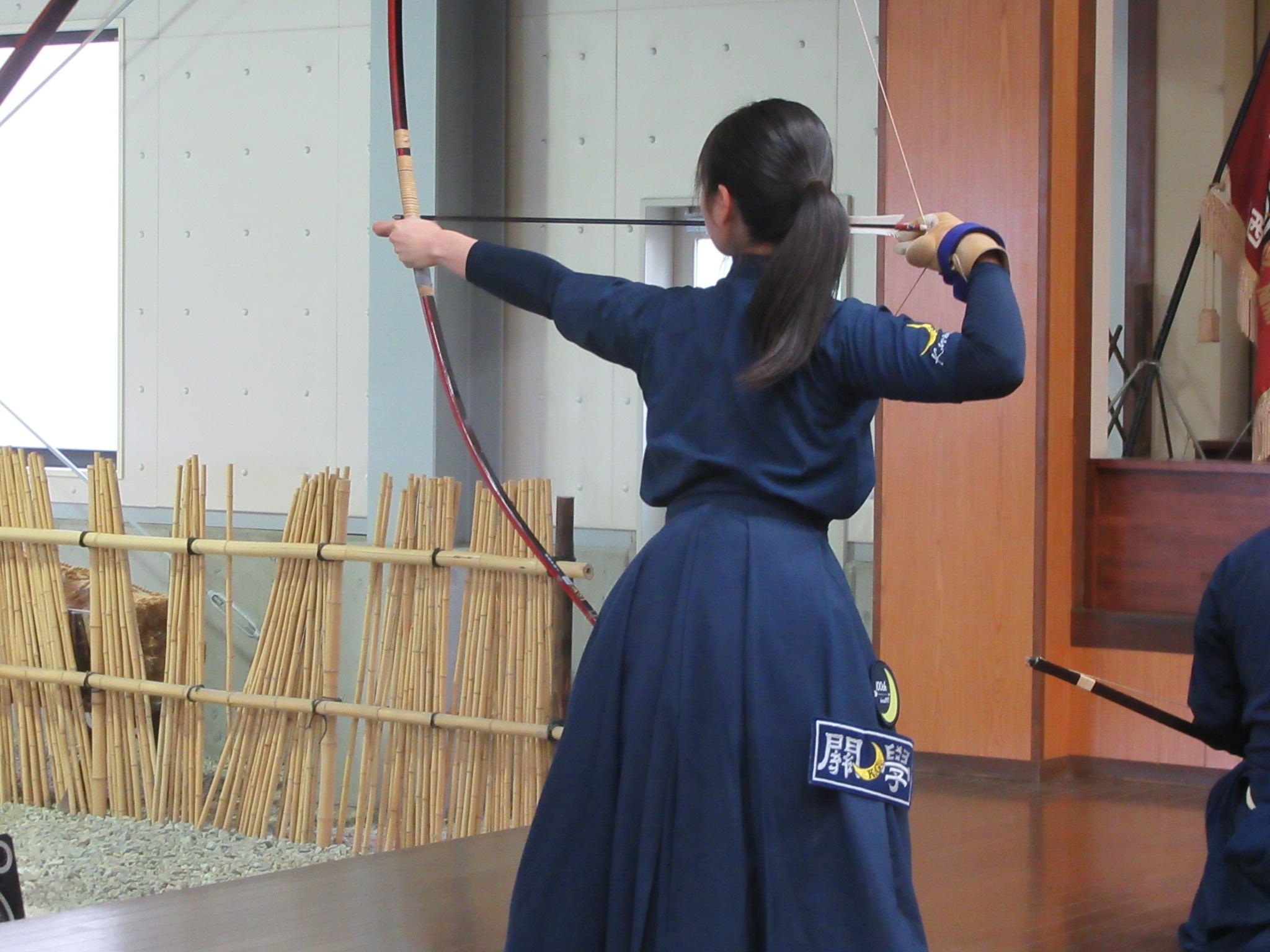 二的交代 宮本(2) 宮本愛子は初心者で初の公式団体戦出場 いきなりの四つ矢皆中デビューを果たしました
