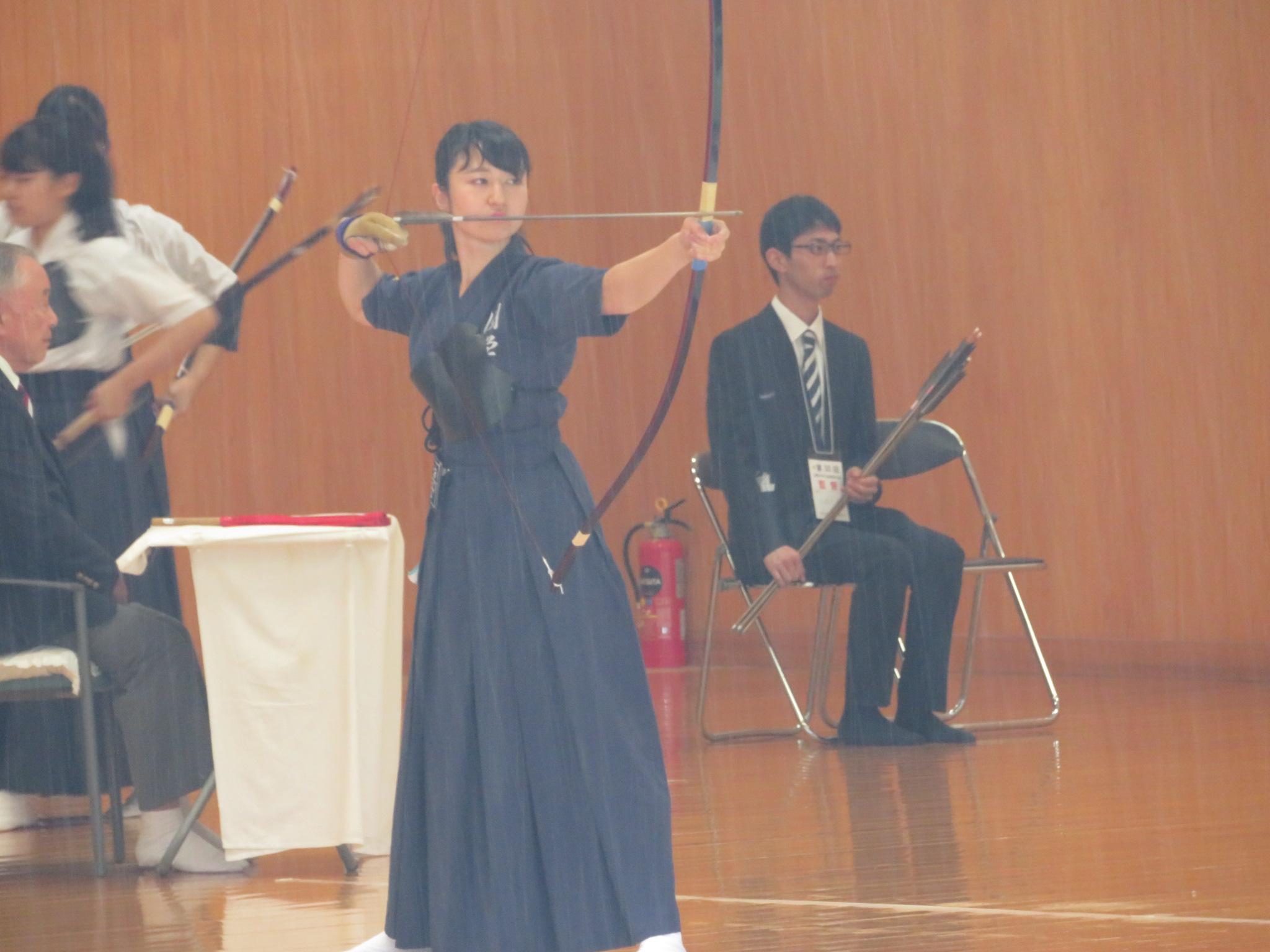 落 岡田那(商3)