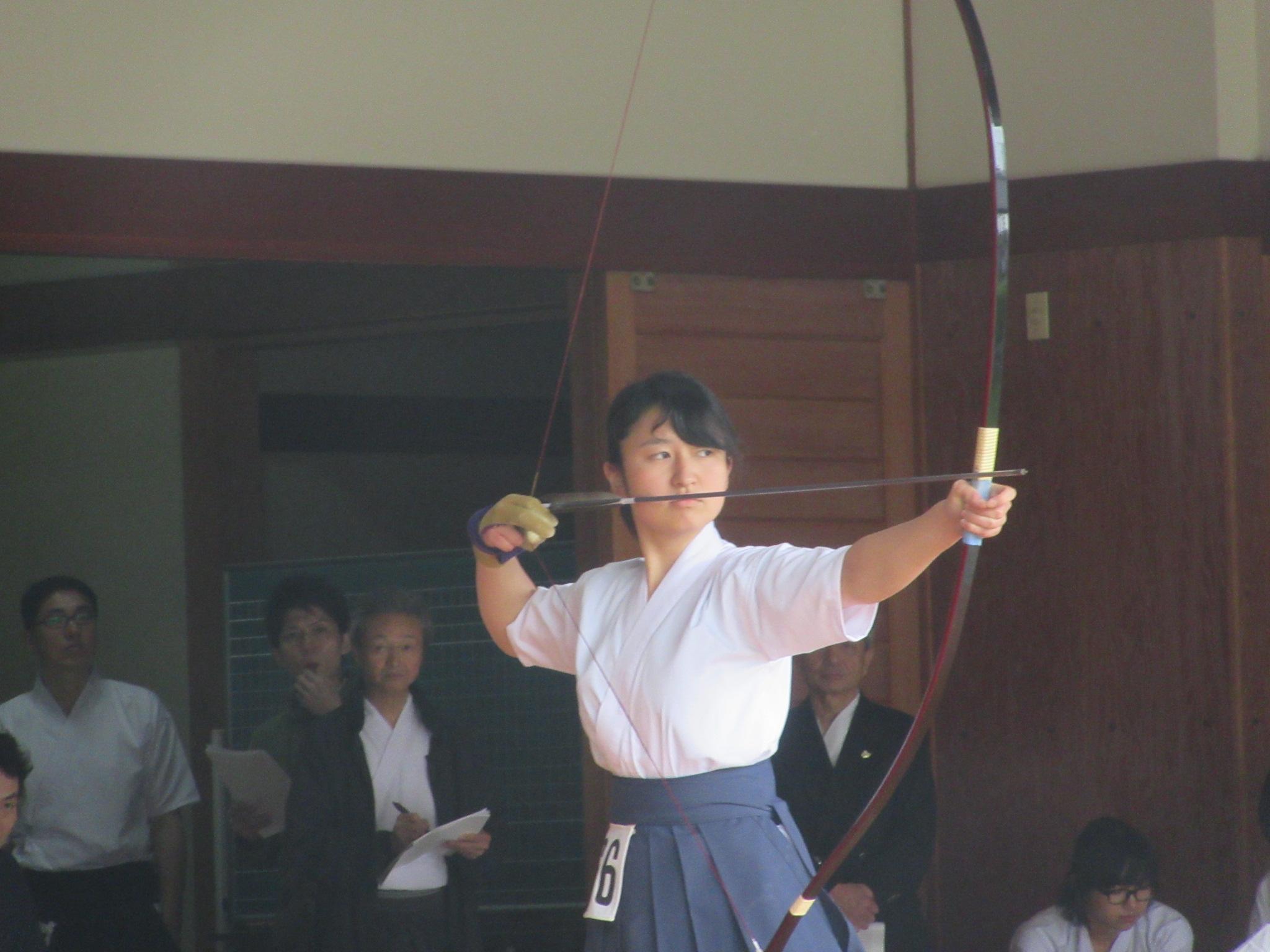 岡田那(2)射詰め八寸3本目敗退 3位4位決定遠近競射で大学女子の部4位