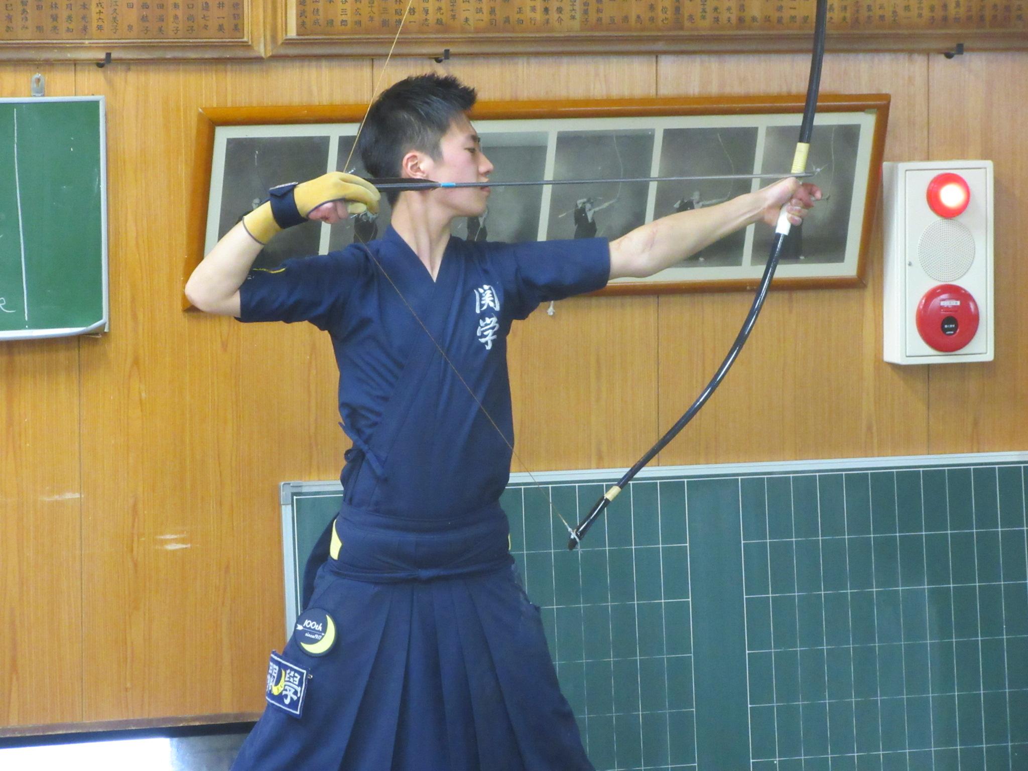 関学Aチームの落は崇徳OBで男子副将の川瀬(4)