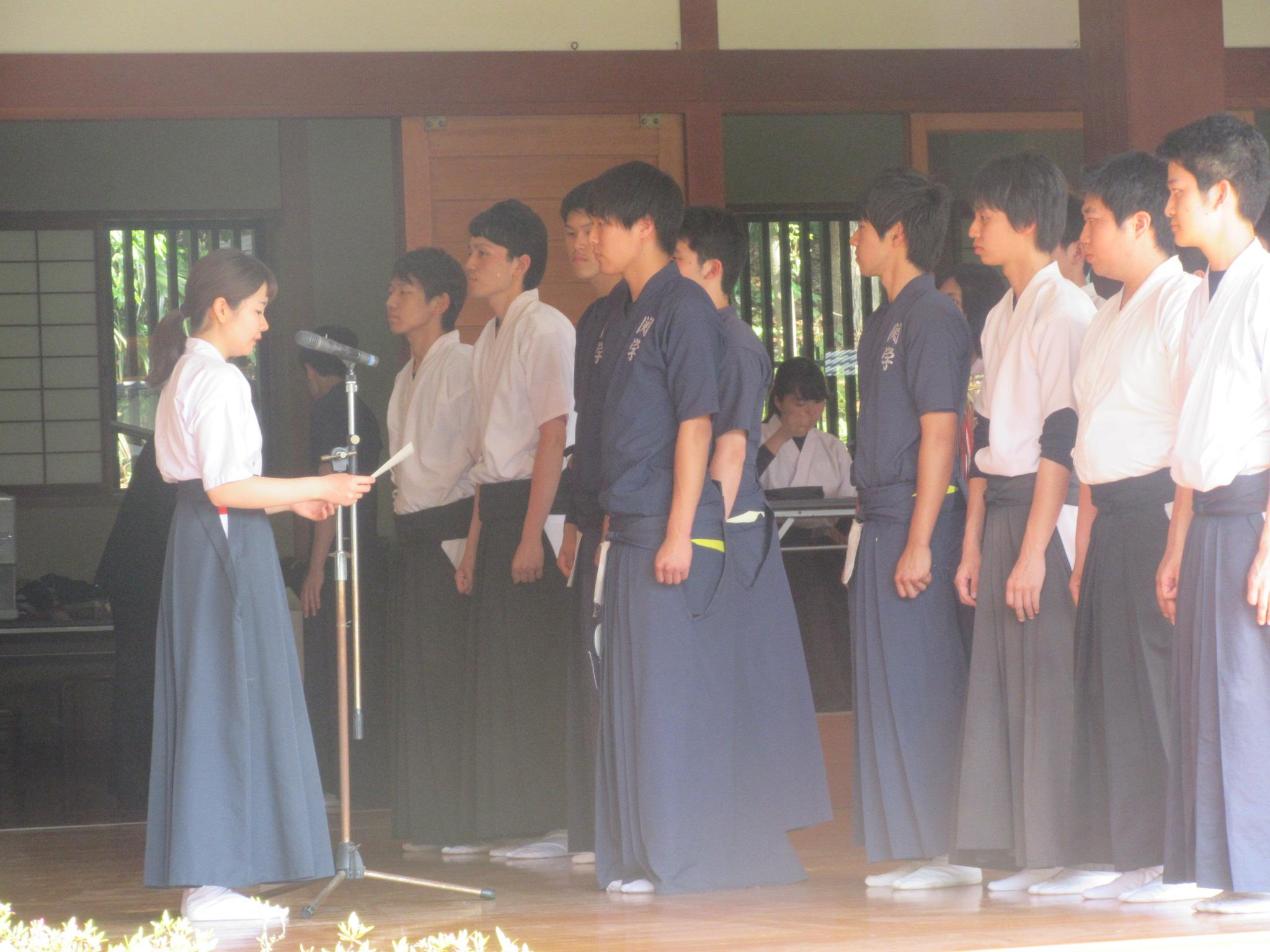 男子個人準優勝 古澤(経済1)思い出が詰まる明石の弓道場で頑張りました