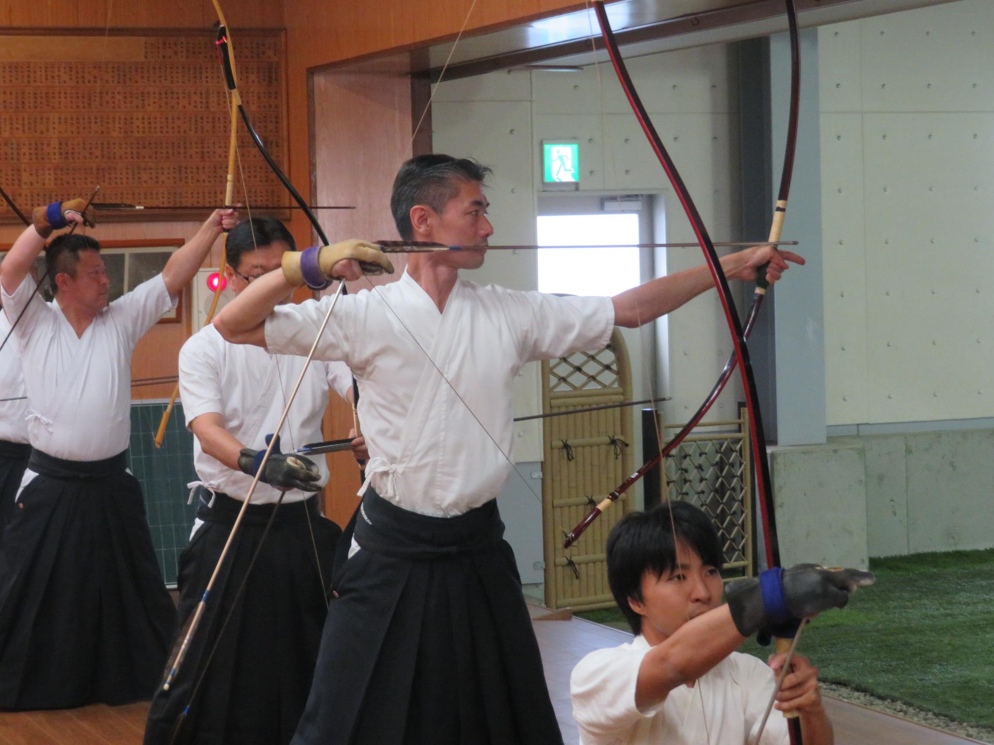 来賓の宝塚弓道協会の岡田さん