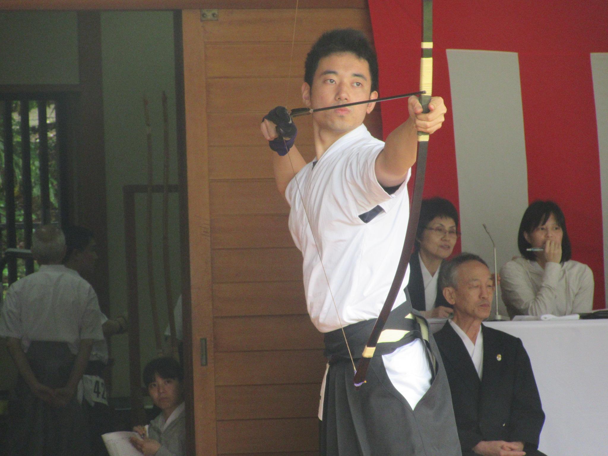中村(3)射詰め八寸2本目敗退 遠近競射で大学男子の部3位