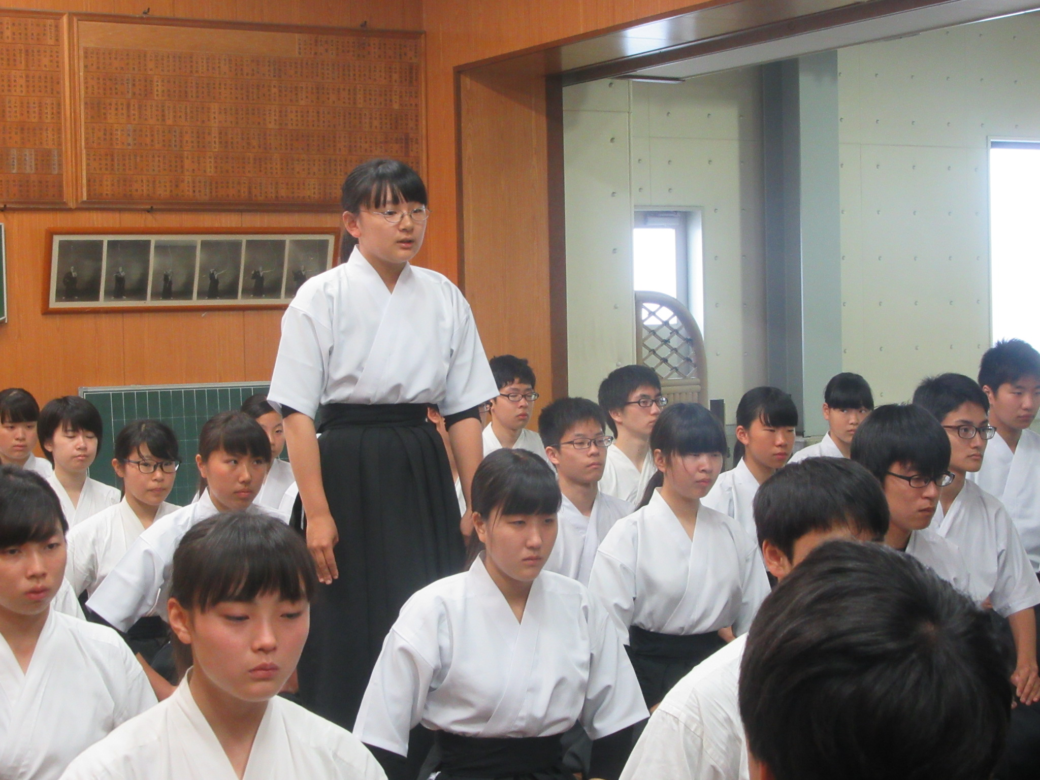 大阪青凌のキャプテン山本歩華(2)から挨拶