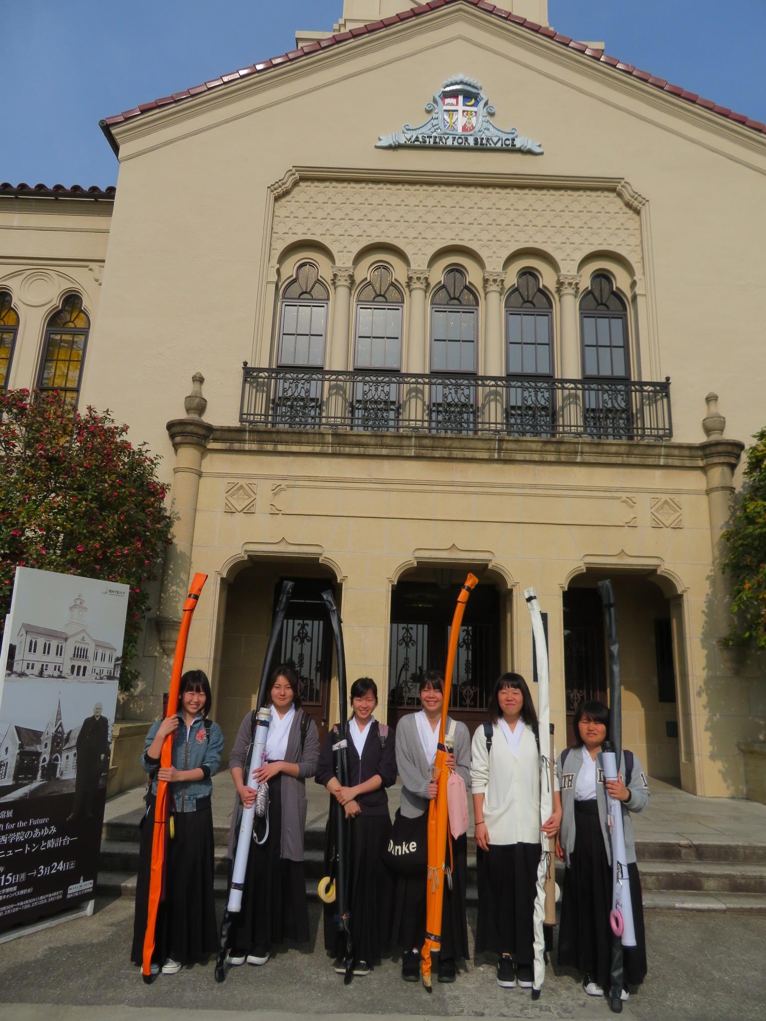 明石商業さんは初めての関学キャンパスに少々圧倒されています