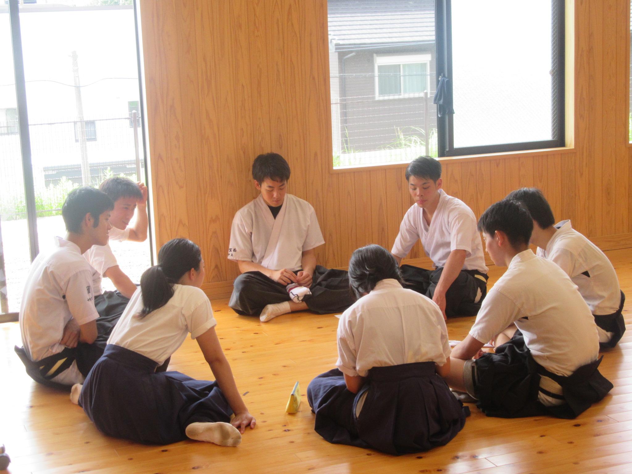 部員総会の議題を決める班別ミーティング
