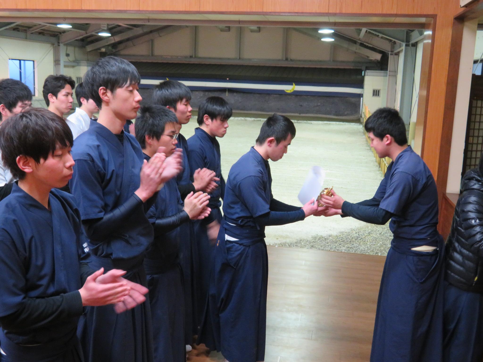 団体優勝 岡山商科大学