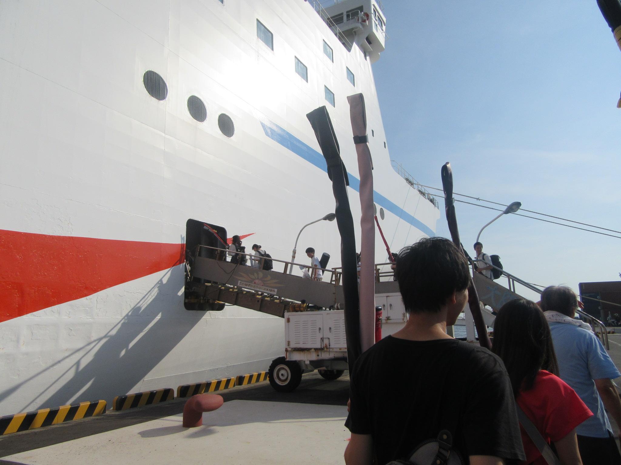 大阪南港からいざ出陣 到着は明日の朝 船中泊です