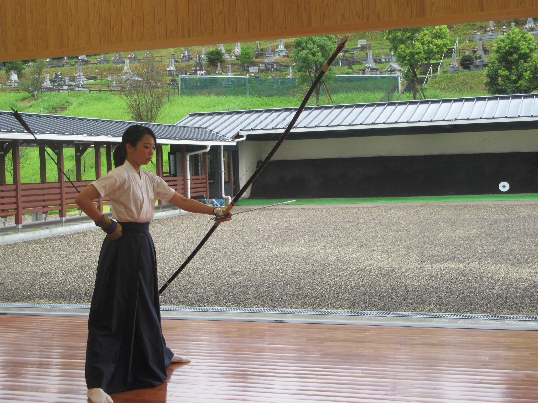 女子副将の東田による矢渡し