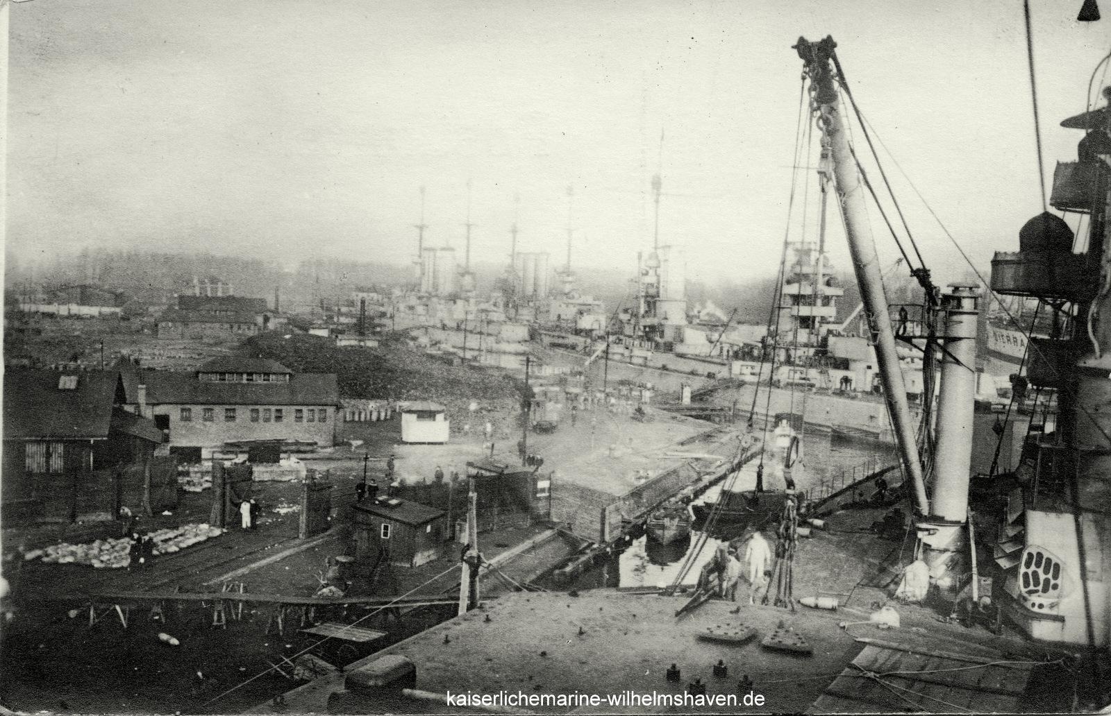 An der Westkaje Nordhafen: Demilitarisierung im November 1918