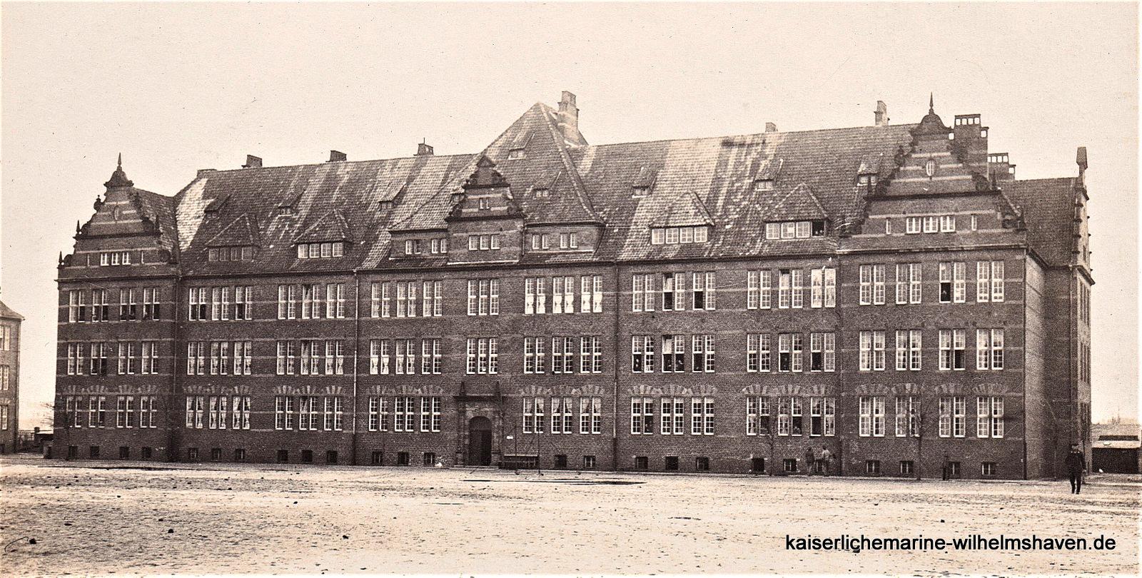 """Block """"Frauenlob"""" - Ansicht von Süd, Exerzierplatz"""