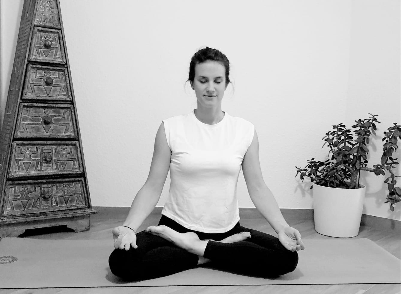 10-Wochen-Mittelstufen-Yoga-Kurs mit Melli