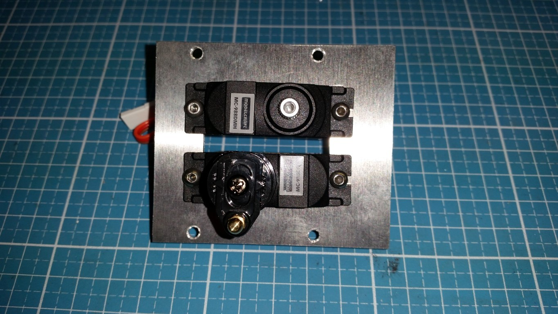Anfertigen einer Montageplatte für die Lenk- und Schaltservos