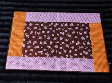 Hundedecke Röschen auf braunem Stoff Rand rosa/orange kariert Teddyfleece dunkelbraun