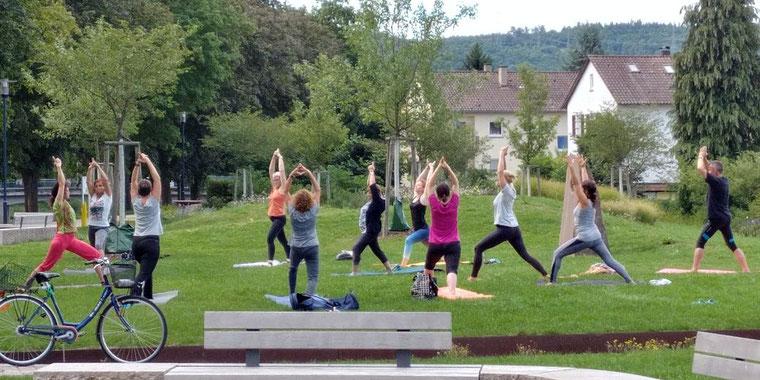 Outdoor-Yoga in Mühlacker in den Enzgärten