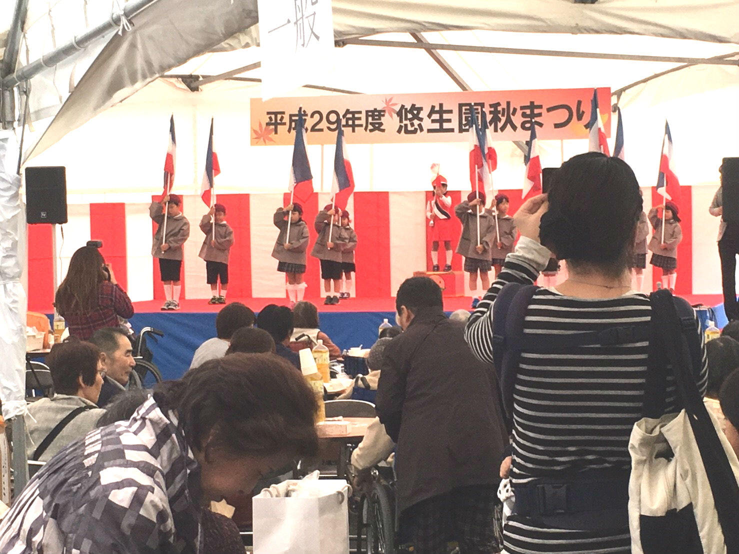秋祭りステージは歌に踊りに本格的でした