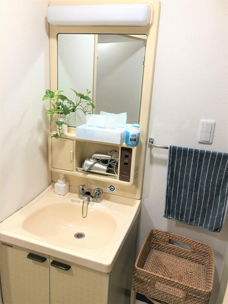 更衣スペースの洗面台、ご自由にお使いください