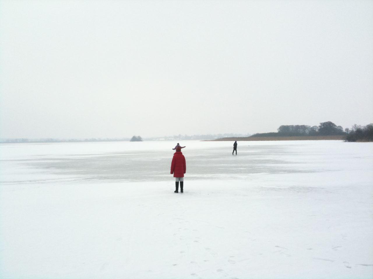 wandern Sie auf dem gefrorenen Postsee,