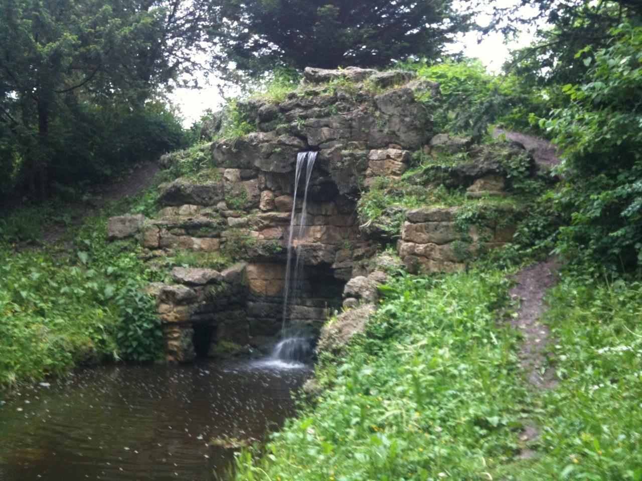 gewaltige Wasserfälle erkunden,