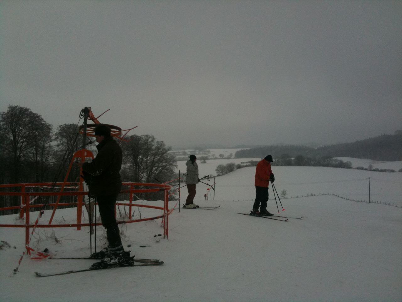 Fahren Sie Ski auf dem 167,4 Meter hohen Bungsberg,
