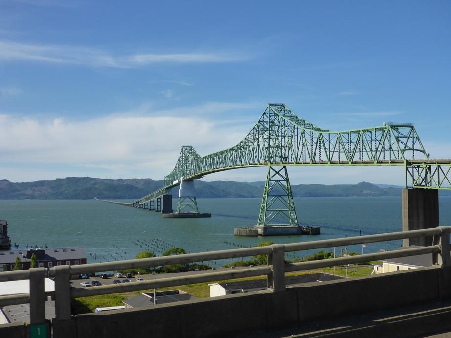 Eine wirklich lange Brücke zur Olympic Halbinsel