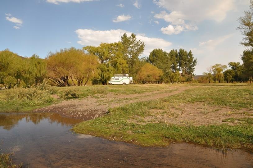 Schlafplatz direkt am Fluss bei Andacollo