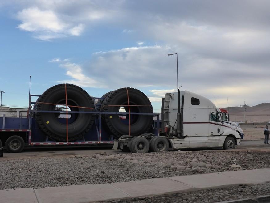 Reifentransport, überall verfolgen uns die Minenfahrzeuge