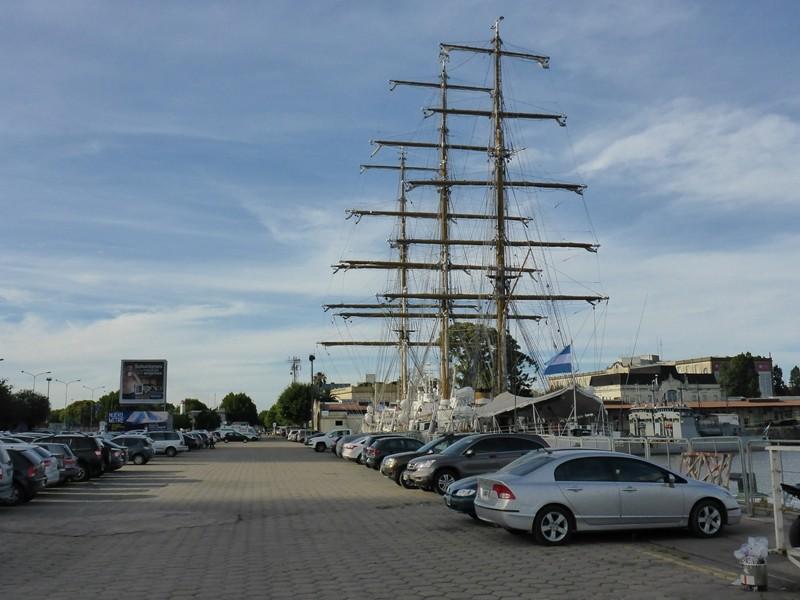 Unser Parkplatz in Buenos Aires direkt am Meer
