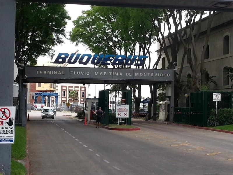 Eingang zum Hafen in Montevideo