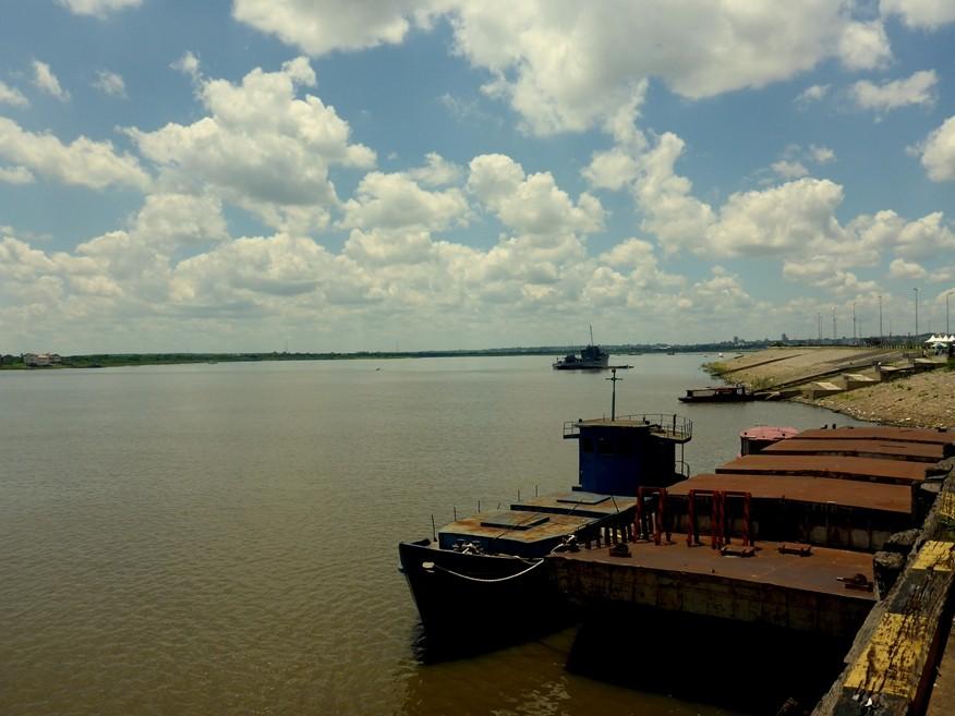 Der Hafen am Rio Parana