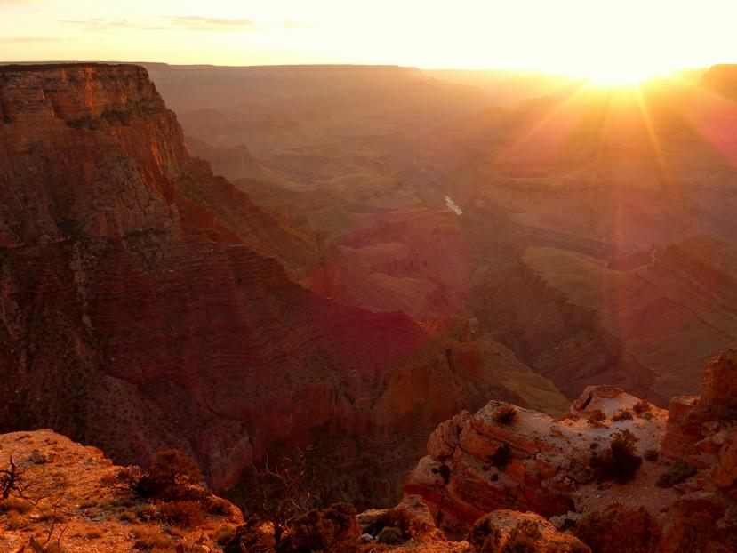 Konturen bei Sonnenuntergang