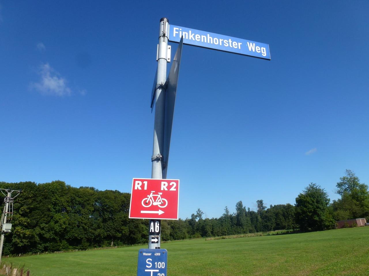 Route R1 bis Strohweg folgen