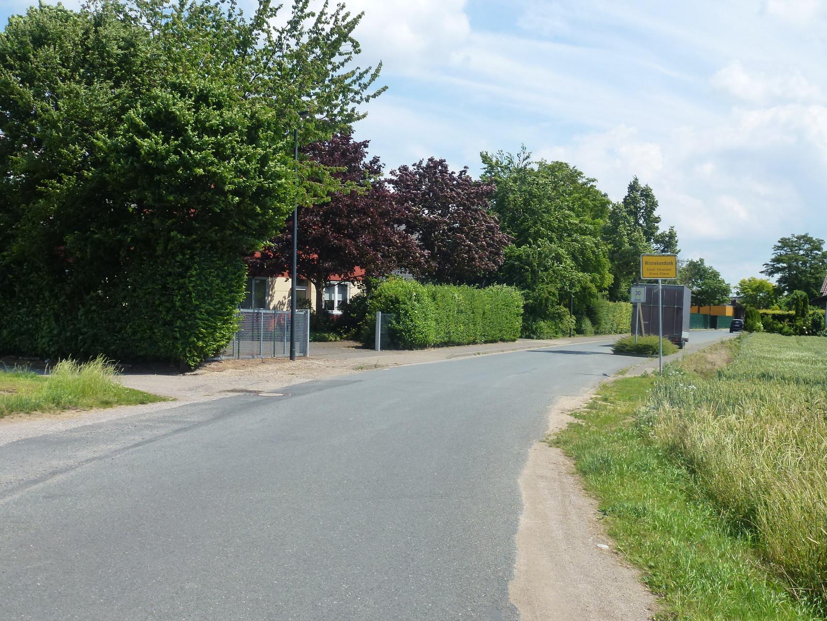 vor Ortseingang Winnekendonk links Singendonksweg