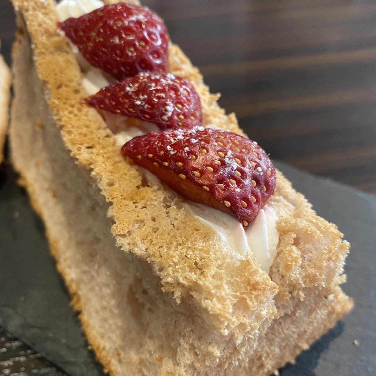 苺のシフォンケーキ