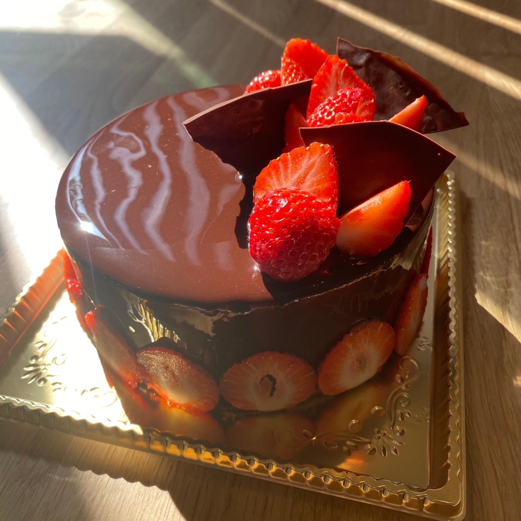 ホールケーキはお客様とご相談のうえ、世界に一つだけのケーキを制作致します。