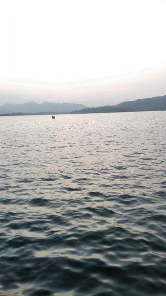 帰り西湖に寄れました。きれいでした。