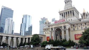 旅行の展示会に行ってきた。 日本も結構出展してた。 建物が歴史のある建物だった。