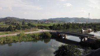 車窓から。 寧波から上海へ戻る途中の高鉄。 紹興付近