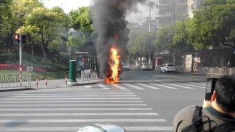 今日は道を歩いていたら燃えてるバイクがあった。人身事故ではなかった。海外では想定外のことが毎日普通に起こるから油断しちゃだめ。