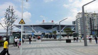 宁波から上海に高鉄で戻る。 また二等、無座。 座れるかなぁ。