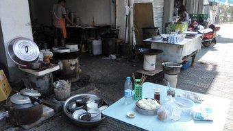 寧波、朝飯、小籠包とごま団子。