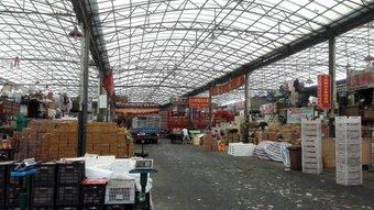 果物卸売市場。 中国は卸売市場とか誰でも勝手に入って見れるからたまに通ると入る。11号線、真如で。