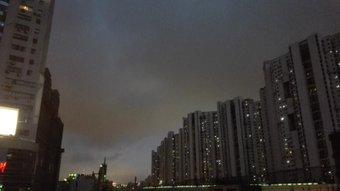 昼晴れてたのに雨降ってきそう。 地下鉄3号4号線『中潭路』駅近くで。