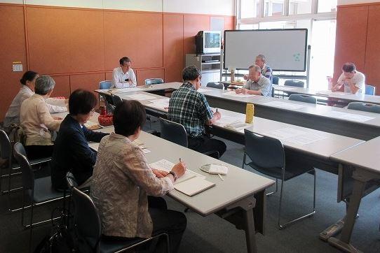 勉強会の様子。 この日は、京王線が一時不通になり参加者が少なくて残念でした。